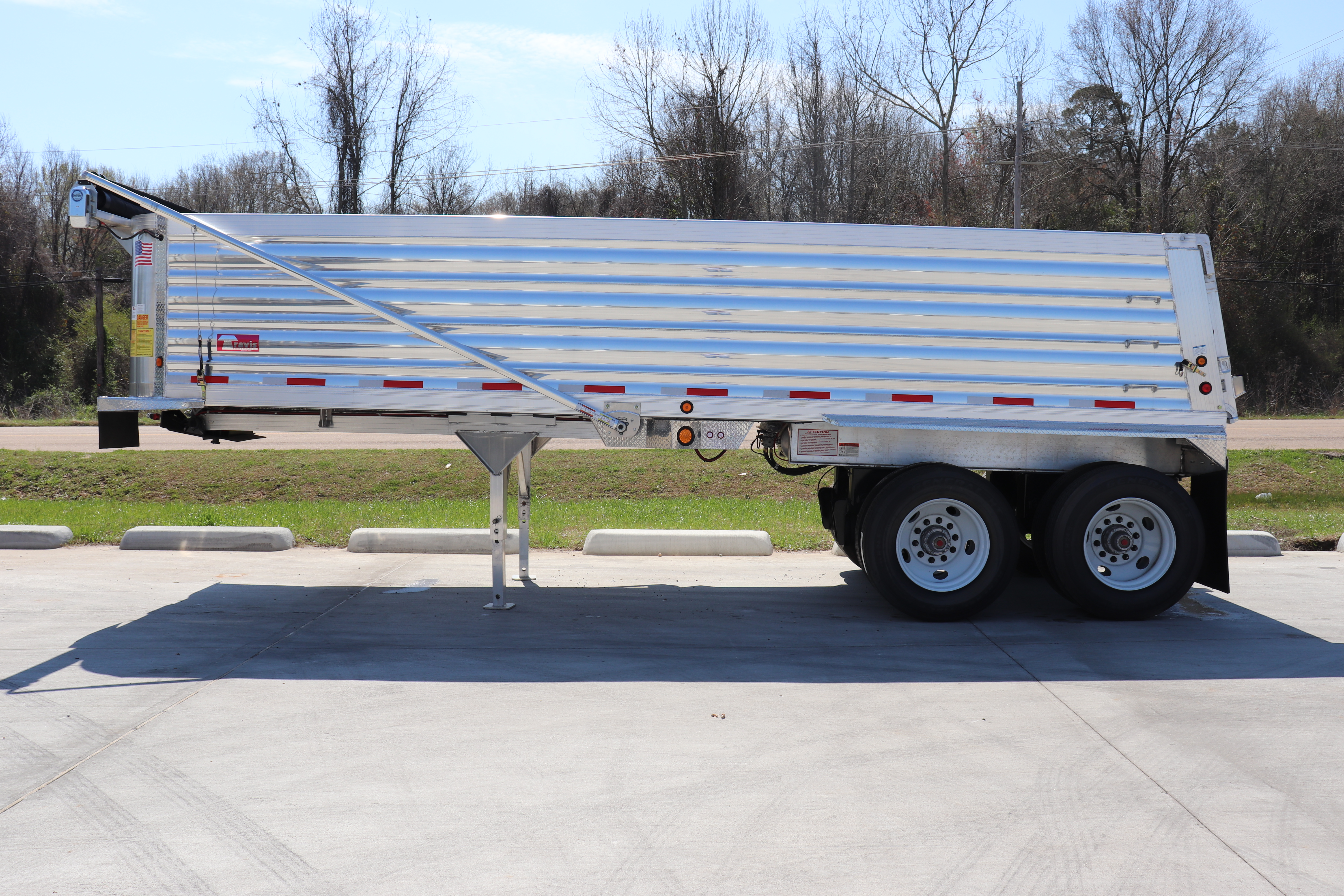 Freightliner, Western Star trucks -- Many trailer brands